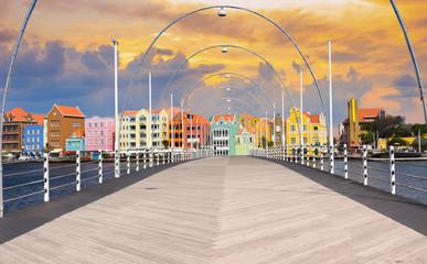 Foto op Plexiglas Caraïben Floating pantoon bridge in Willemstad, Curacao, evening time