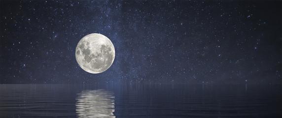 Full Moon at Sea Fotoväggar