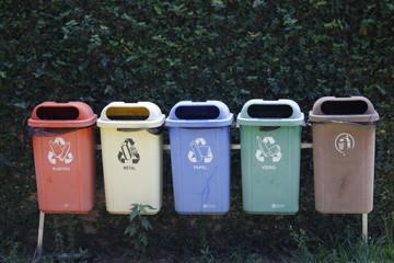 Latas de lixo para reciclagem