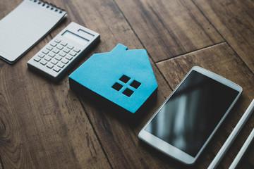 住宅模型と文房具