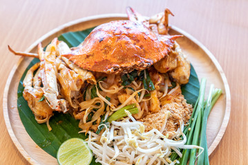Pad thai noodle with blue crab
