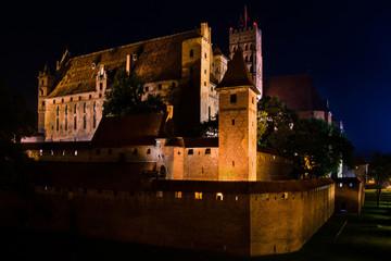 zamek z cegły