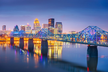 Fototapete - Louisville, Kentucky, USA downtown skyline on the Ohio River at dusk.