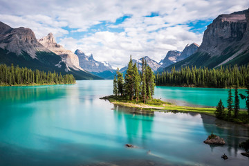 Spirit Island at Maligne Lake in Jasper National Park, Alberta, Canada. Fototapete