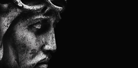 Photo sur Toile Con. ancienne Jesus Christ in profile. An ancient statue. Religion, faith, death, suffering, immortality, God concept.