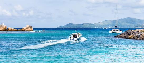 Seychelles, navigation maritime inter-îles la Digue, Praslin