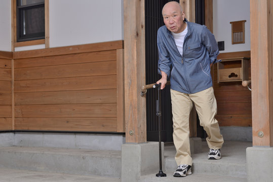杖と老人の歩行