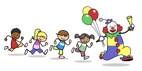 Kinder laufen hinter Clown bei Ausbildung in Clownschule