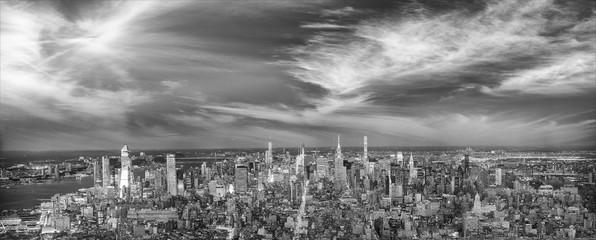 Fototapete - Amazing night lights of Midtown Manhattan, aerial view of New York City