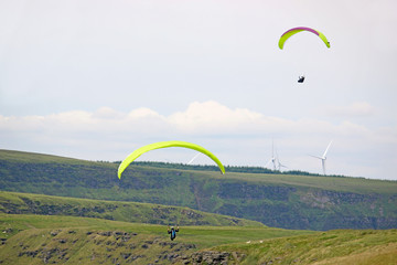 Fototapete - Paragliders in the Welsh Valleys