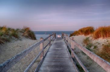 Sonnenaufgang am Strand in Westkapelle, Zeeland