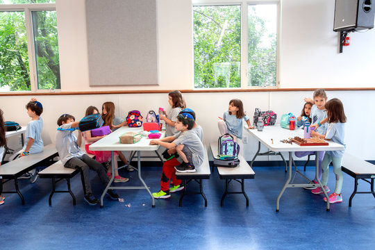 Children in school cafeteria