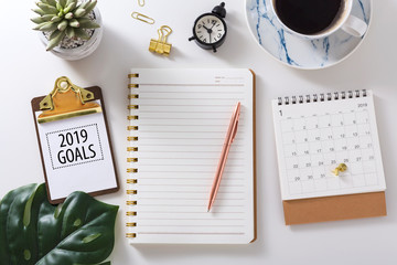 2019 goals text on clipboard with notebook