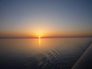 Traumreise Kreuzfahrt mit Sonnenuntergang
