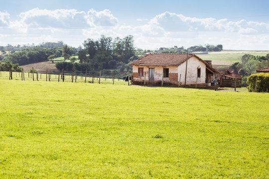 pequena casa na fazenda