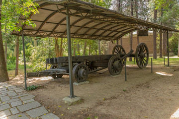 Park Campo del Moro: a wagon used in the construction of the royal palace, XVIII century