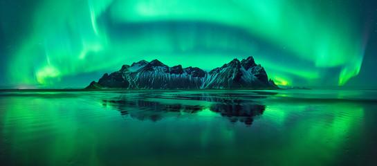 Fototapeten Insel Stokksnes aurora