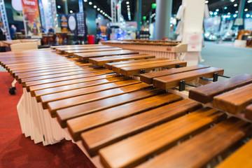 Holz-Xylphon in einer Instrumenten-Ausstellung
