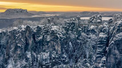 Morning glow over icy rocks - Morgenglühen über vereisten Felsen