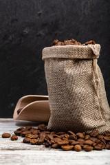 Canvas Prints Coffee beans Sacchetto con chicchi di caffè