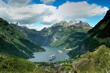 Geirangerfjord in Norwegen mit Kreuzfahrtschiffen 2