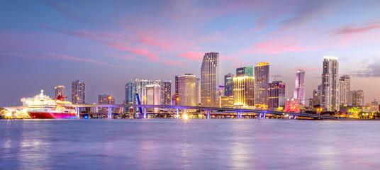 Fototapete - Miami city skyline panorama at twilight