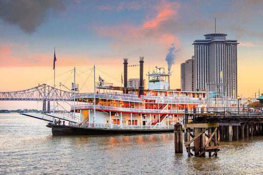 New Orleans paddle steamer in Mississippi river in New Orleans