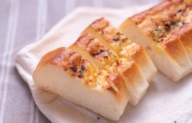 Garlic bread on white napkin
