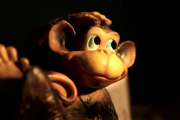 małpa zabawka uśmiech