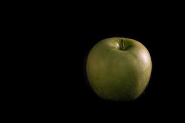 Manzana/ Manzana golden, aislada sobre fondo negro