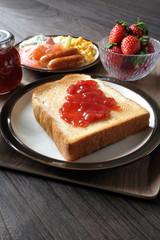 朝食(ジャムトースト)