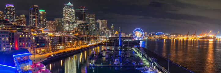 Fotomurales - Seattle waterfront view with urban architecture at night