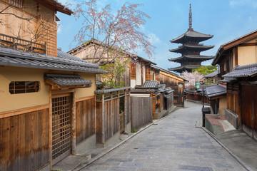 Fototapete - Historical street in Kyoto, Japan