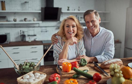 Senior couple on kitchen