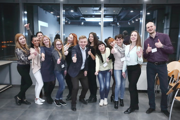 group of participants of the seminar showing thumb up.