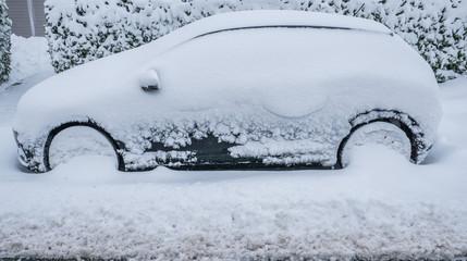 Auto mit Schnee