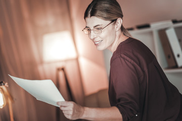Appealing female freelancer regarding documents