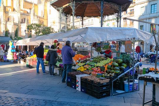 スペイン セゴビア マヨール広場の朝市