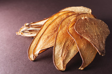 pear fruit chips - healthy vegan snack.
