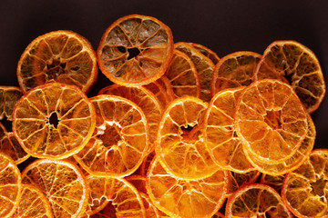 Sliced and dried citrus fruit