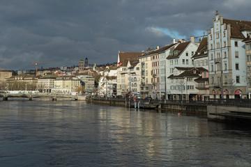 Stadt Zürich am linken Flussufer der Limmat, Zürich, Schweiz