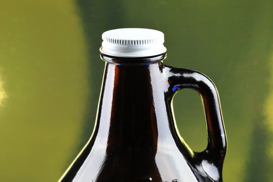 Growler beer bottle for draft beers