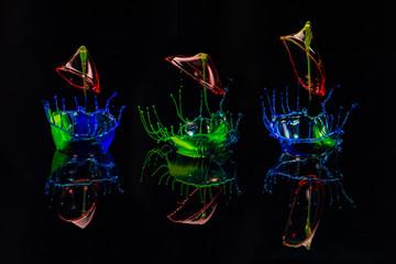 3 neonfarbene Wassertrofen