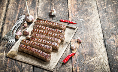 Grilled sausages with garlic and hot pepper.