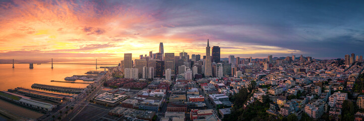 Fototapete - Panoramic View of San Francisco Skyline at Sunrise