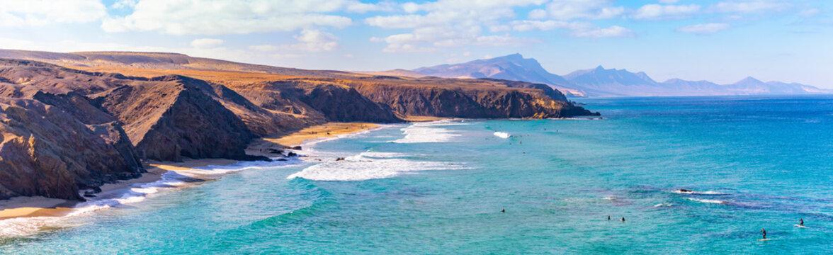 Panorama-Blick auf den Strand von La Pared, Fuerteventura, Spanien