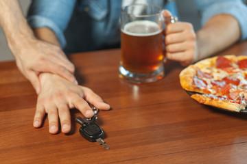 Papiers peints Bar man holding hand of friend with car keys