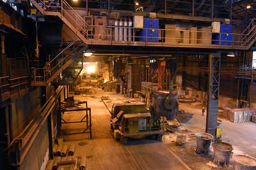 usine de metallurgie lumière tamisée