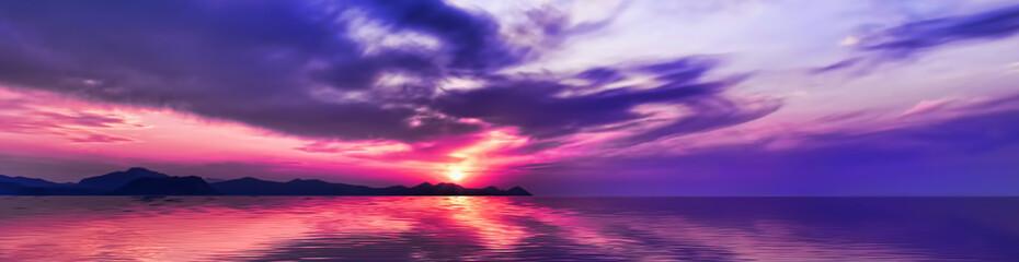 海面に映る空