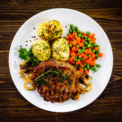 Grilled steak with potatoes and vegetable salad